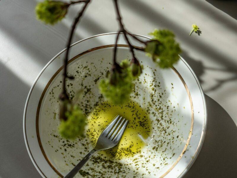 piatto con olio extra vergine laRiservaBio